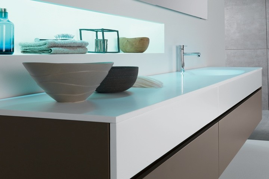Mobili per il bagno realizzati con materiali di alta for Materiali per mobili